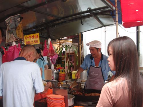 Kway Tiao Store - With long queues!